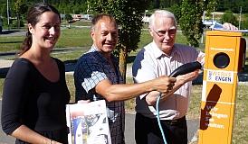 Iris Brütsch, Hans-Peter Storz und Willi Ehinger zapfen Strom an