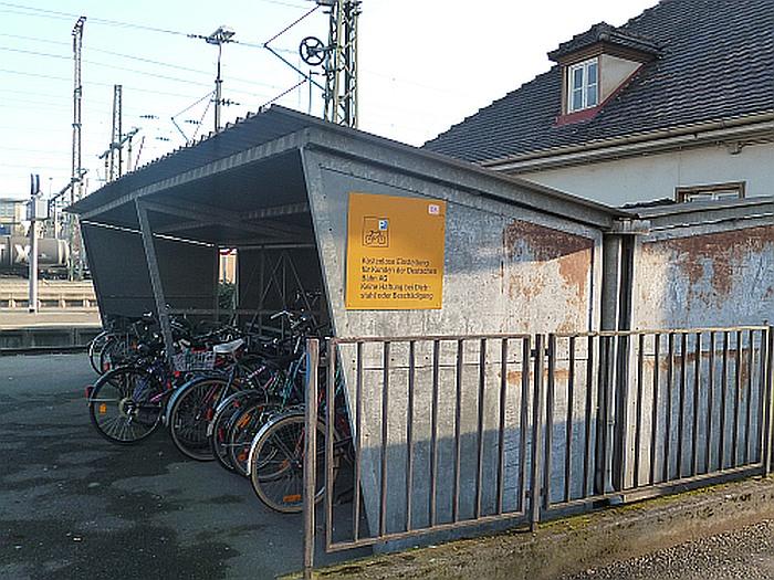land unterst tzt fahrradparkhaus am singener bahnhof hans peter storz. Black Bedroom Furniture Sets. Home Design Ideas