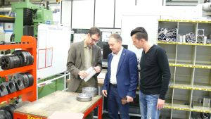 WEFA-Geschäftsführer Dr. Joachim Maier, Hans-Peter Storz und Betriebsrat Patrick Sacher